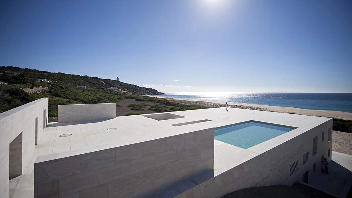 """Продолжение океана: в Испании построили """"бесконечный"""" дом – фото"""