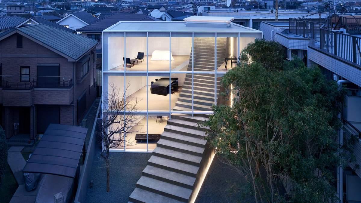 В Токіо побудували креативний будинок, який пронизує бетонний марш сходів – фото