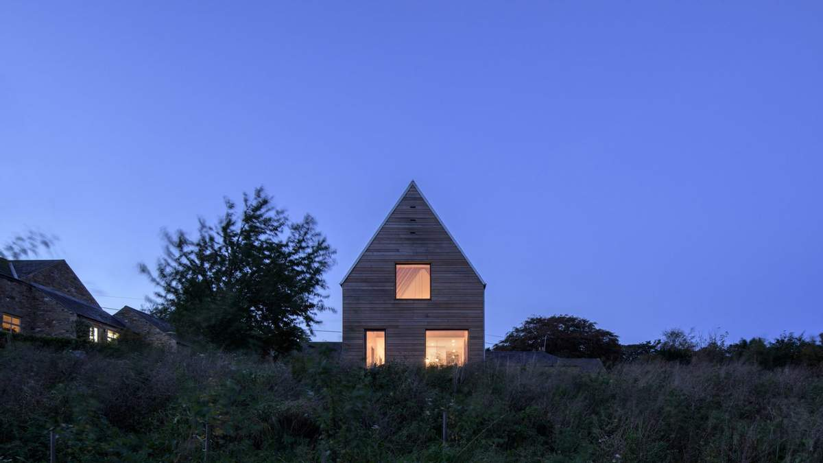 Дом-сарай: в Великобритании построили современное жилье в сельских традициях