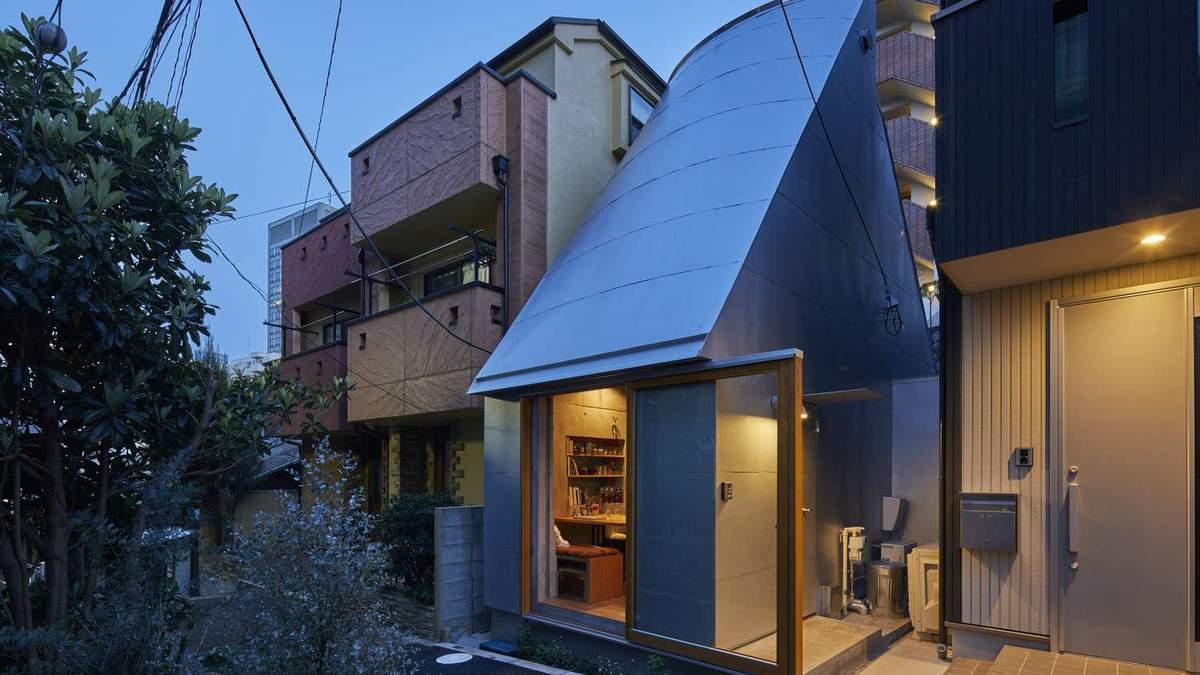 Викладач побудував крихітний будиночок в центрі Токіо, щоб швидше приходити на роботу – фото
