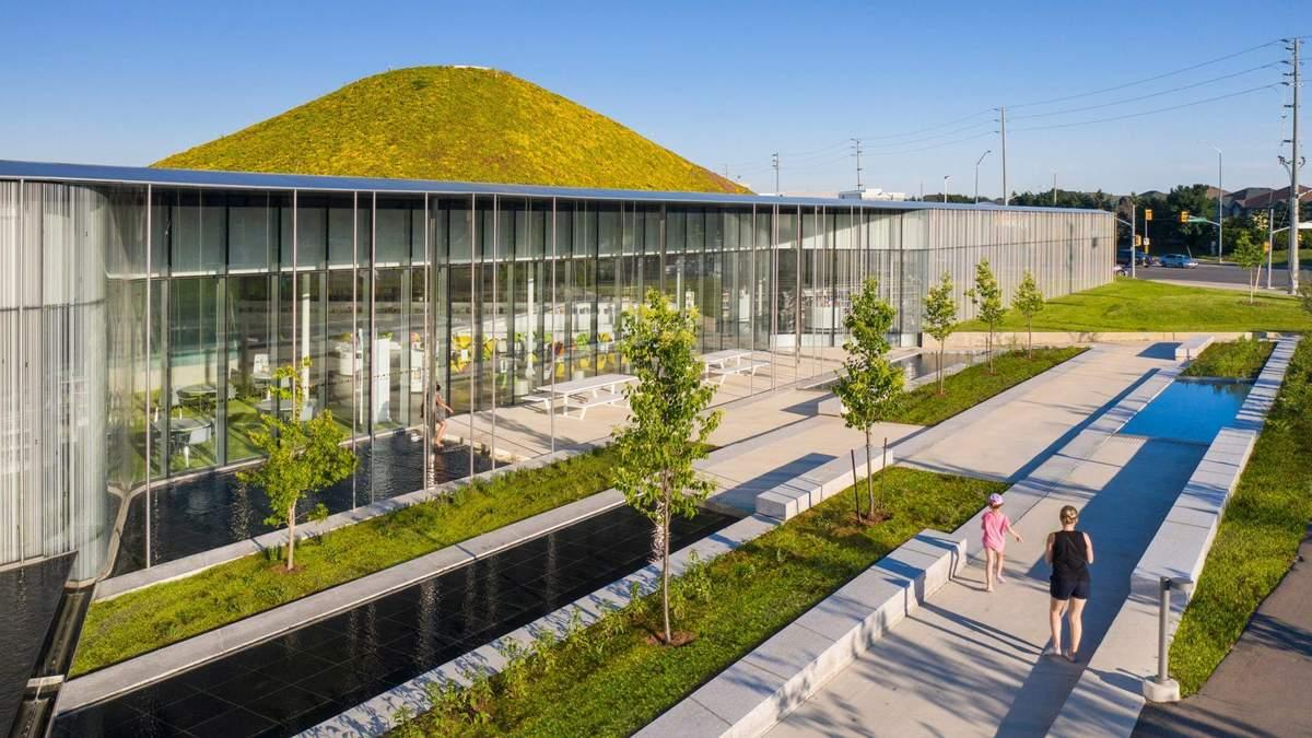 В Канаде построили публичную библиотеку внутри холма – фото