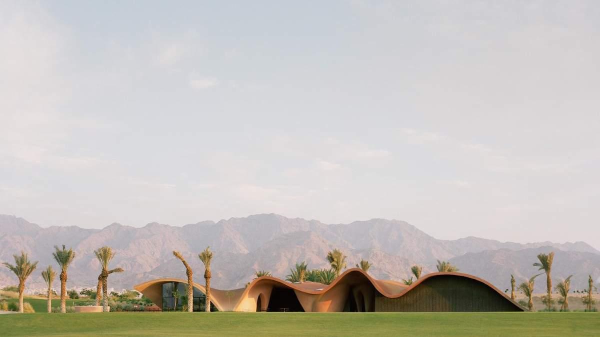 Площадка для гольфа среди пустыни – фото грандиозного бизнес-центра в Иордании