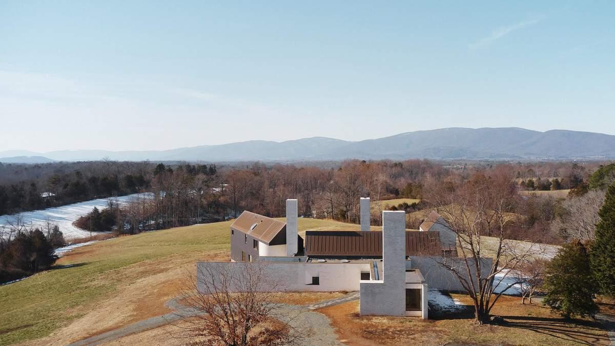 Три белых дымохода: в Вирджинии построили жилье, которое похоже на фабрику – фото