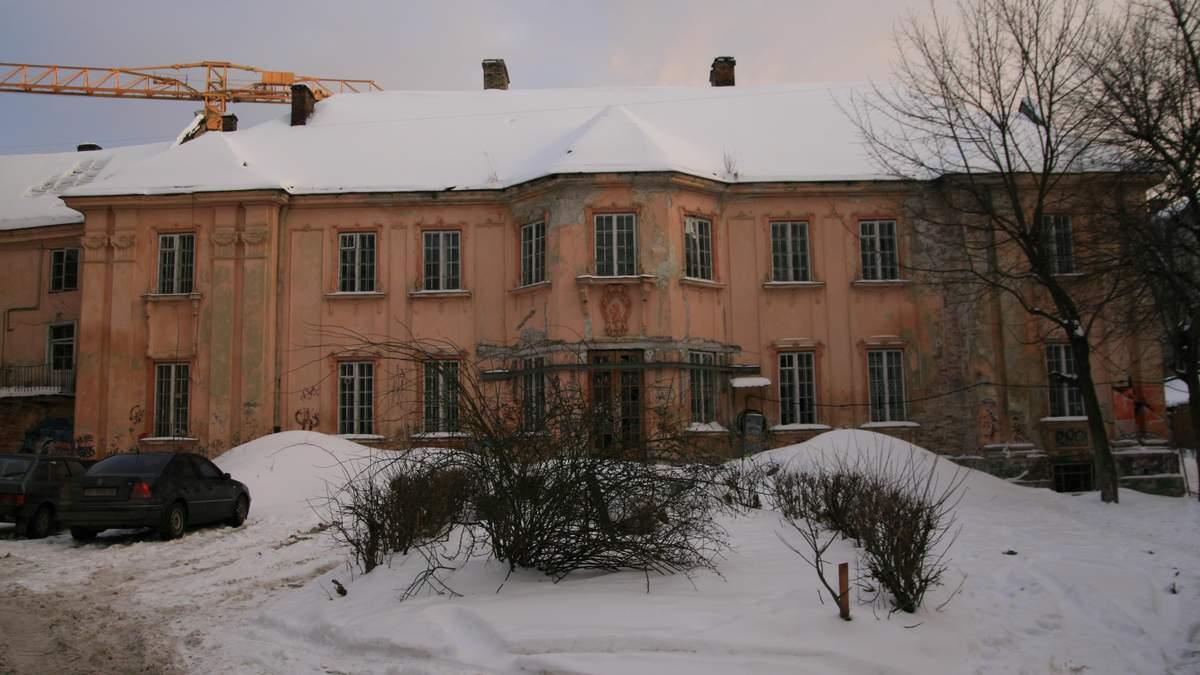Старовинний Львів: забутий палац XVIII століття в центрі міста – фото