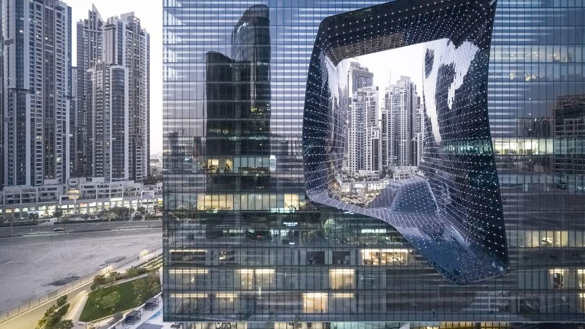 Футуристический проект Захи Хадид: в Дубае открылся небоскреб с отверстием внутри – фото