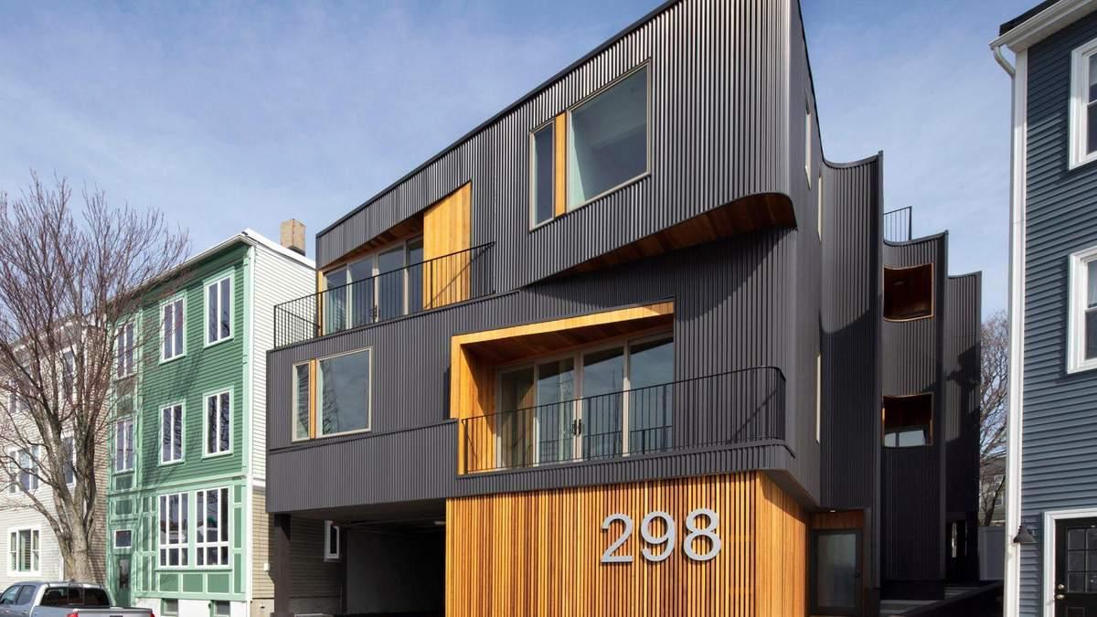 Гофрированная сталь и деревянная обивка: фото современного жилого дома в Бостоне