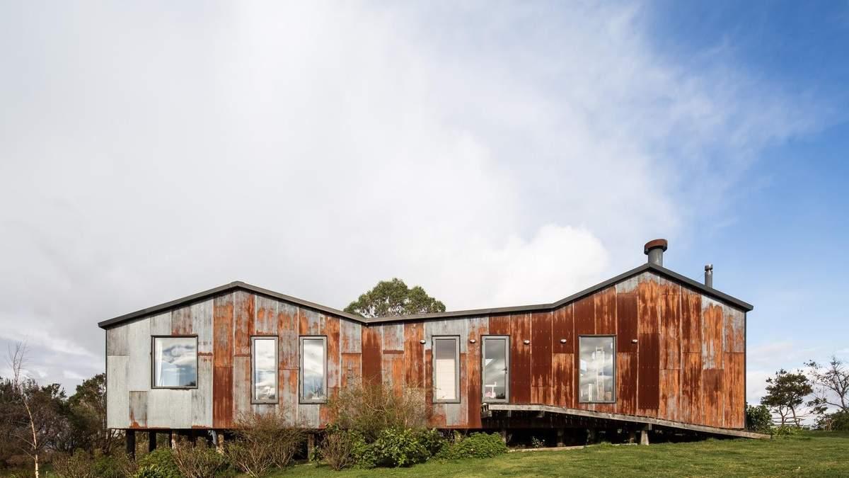 Іржавий фасад: в Чилі переробили ферму на великий житловий будинок: фото