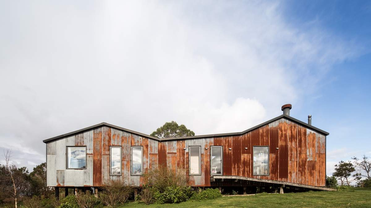 Ржавый фасад: в Чили переделали ферму на большой жилой дом: фото