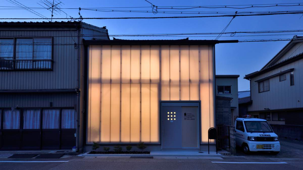 Бухгалтерія, нігтевий салон та офіс – як все поєдналось у дизайні будинку в Японії: фото