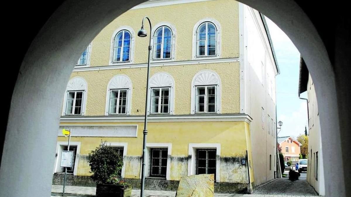 Австрія планує реконструювати будинок, в якому народився Гітлер – фото