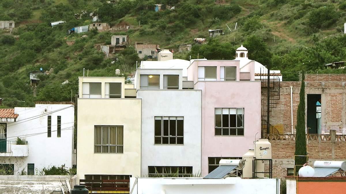 Будівництво в горах: в Мексиці з'явились будинки, які обіймаються – фото