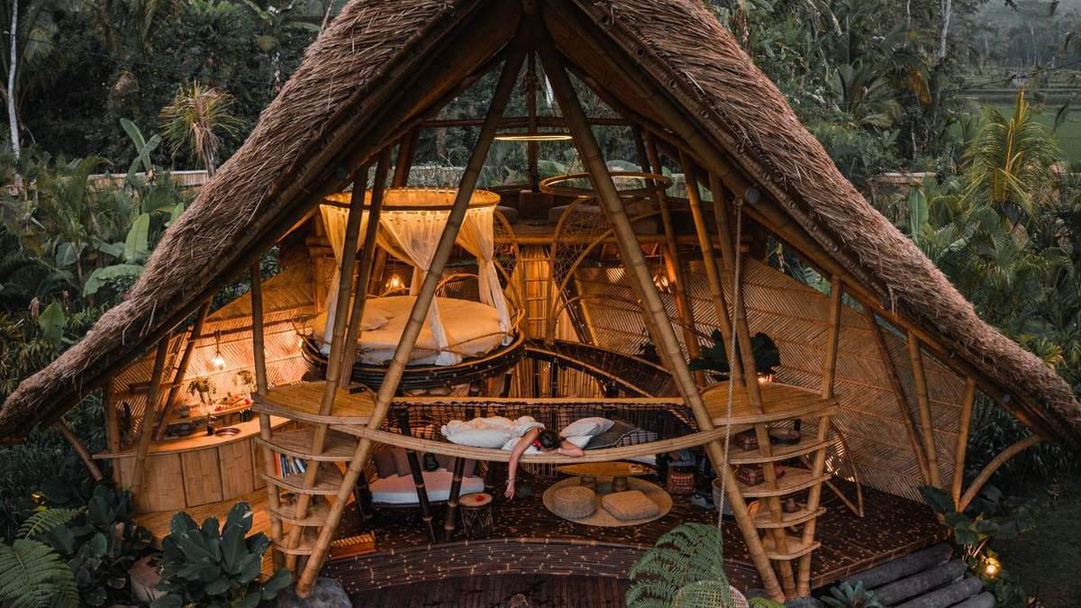 Комфорт и традиции: в Индонезии построили двухэтажный бунгало посреди джунглей – фото