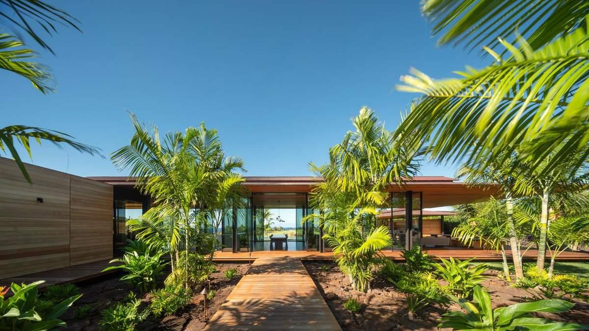 Великі дахи та прозорі стіни: фото чарівного будинку на Гаваях