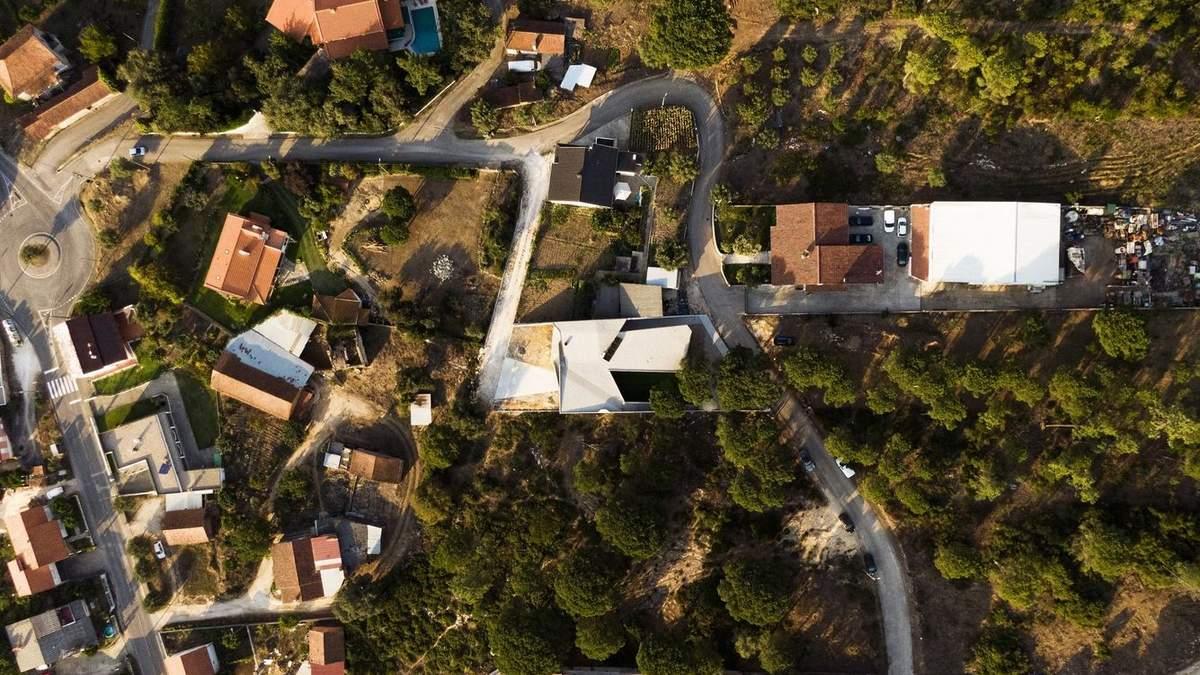 Сплошной бетон: в Португалии возвели жилье в форме лабиринта – фото
