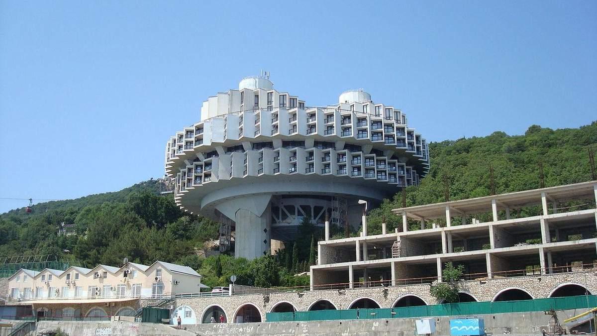 Социалистическая архитектура: 5 футуристических гостиничных зданий, которые определили эпоху