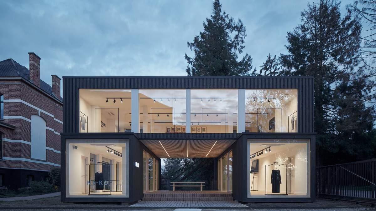 Закрытое пространство с большими окнами: мобильный шоурум из Бельгии – фото