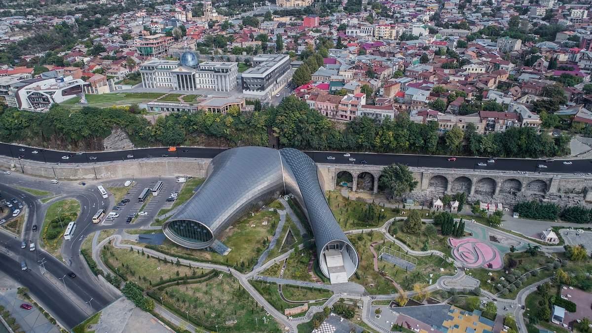 Архитектура Грузии: футуристический музыкальный театр в Тбилиси – потрясающие фото