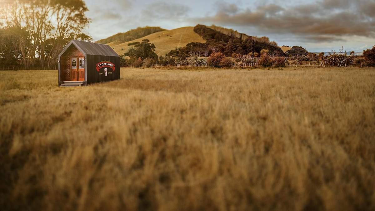 В Новій Зеландії відкрили крихітний паб, який вміщає лише двох осіб – відео