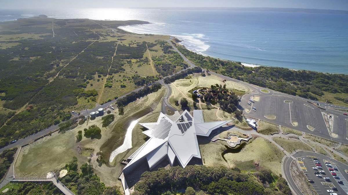 У формі сніжинки: на острові біля Австралії звели величезний центр для споглядання пінгвінів