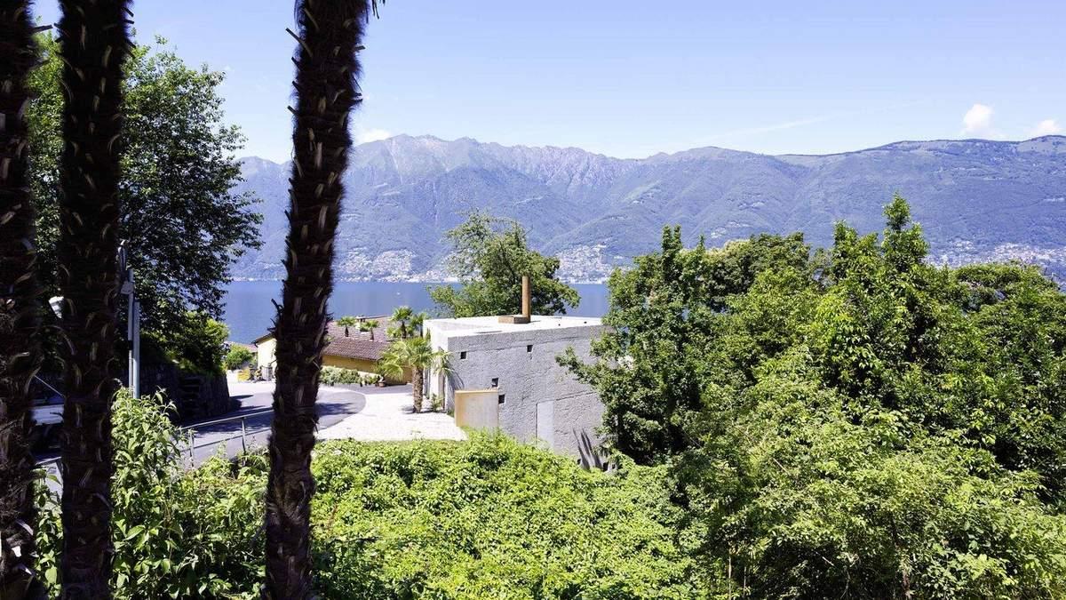 Суцільний бетон: сучасний будинок зі Швейцарії, який зовні нагадує склад – фото
