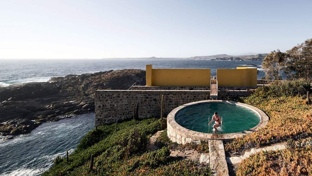 Дом-волнорез: фото каменного дома из Чили, который первым встречает волны океана