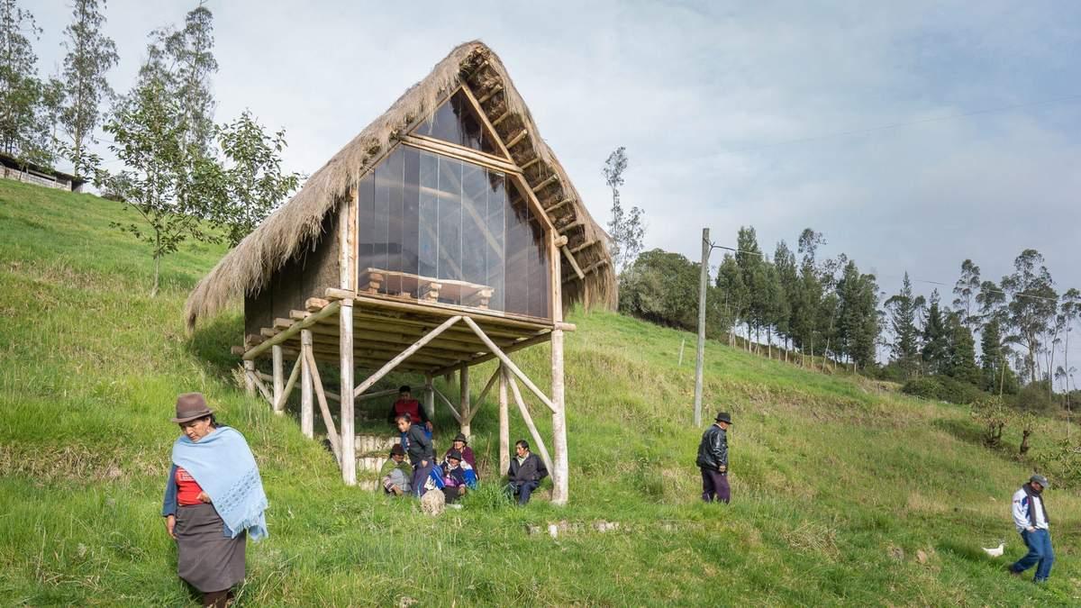 На курячих лапках: в Еквадорі студент побудував собі віддалене житло в селі – причина та фото