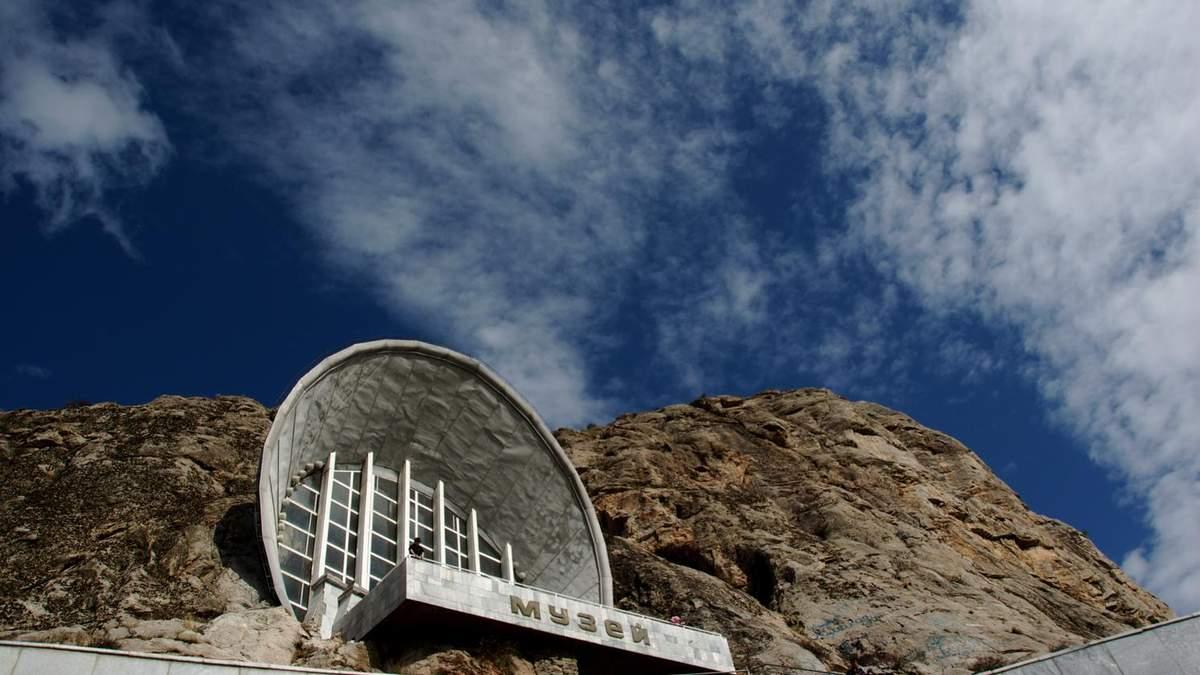 В скелі, лісі та на вершині гори: 5 гігантських меморіалів родом з соціалізму – фото