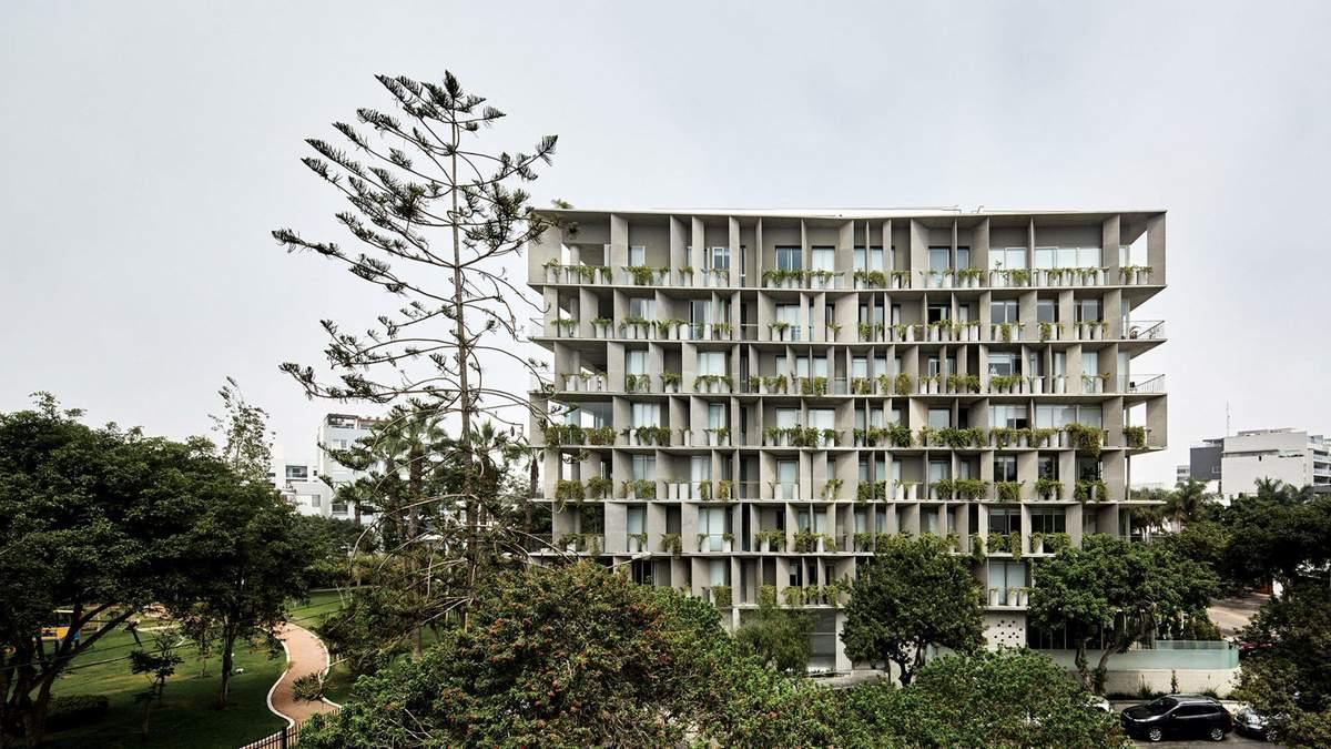 Дом-аккордеон: фото бетонной многоэтажки странной формы из Перу