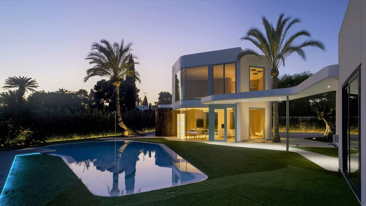 Будинок на три кімнати: стильна прибудова з Іспанії – фото