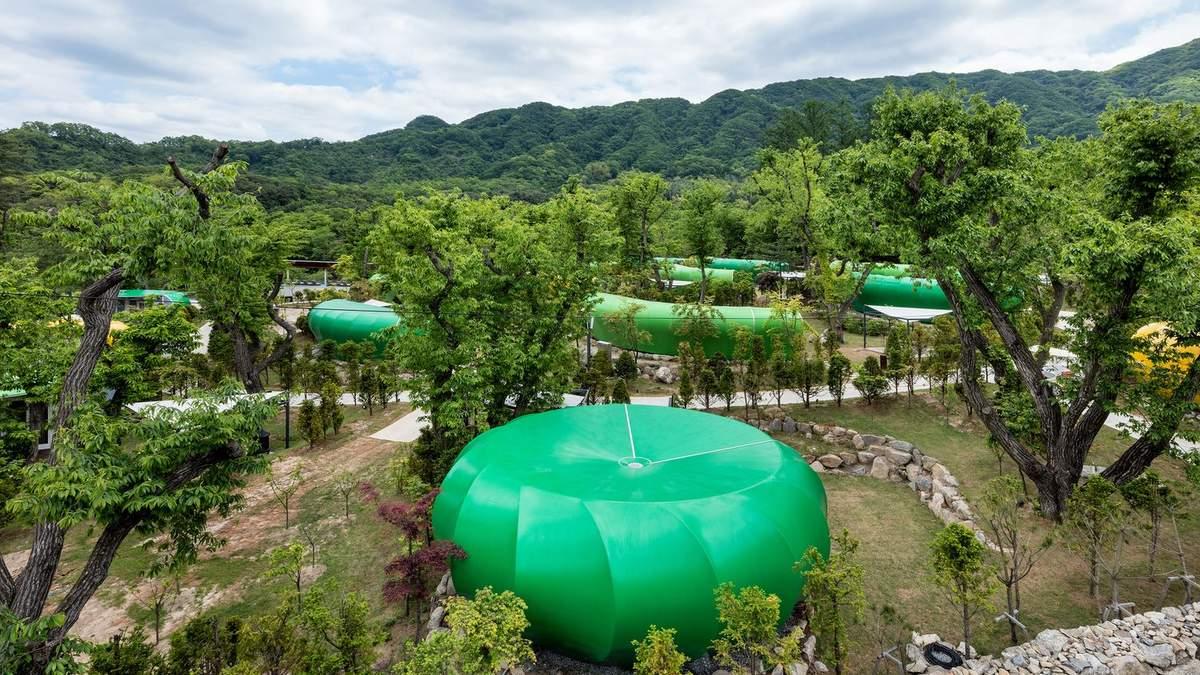Життя в павільйоні: в Кореї відкрили готель, де кімнати розкидані по лісі – фото