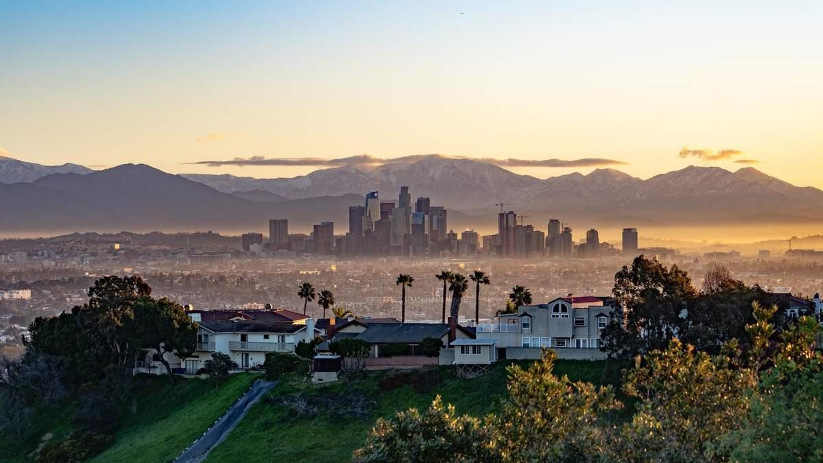 """Будинкам Лос-Анджелеса відключатимуть комунікації через """"коронавірусні вечірки"""": деталі"""