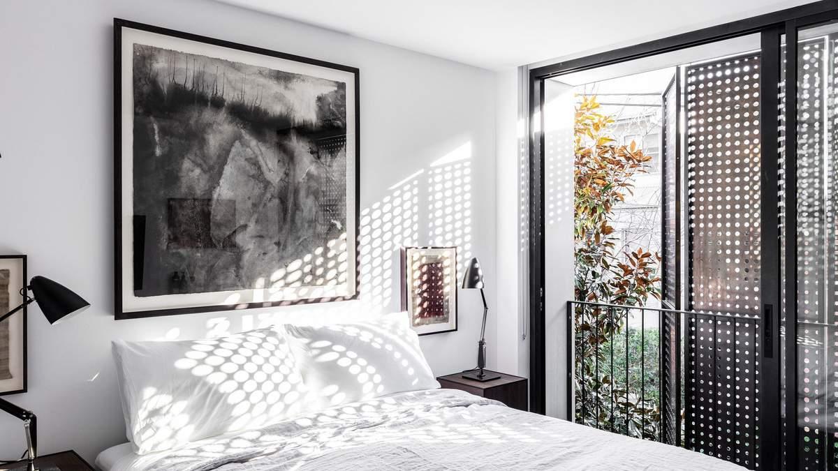 Жалюзи-решето: дизайнерское решение в проекте австралийской квартиры – фото