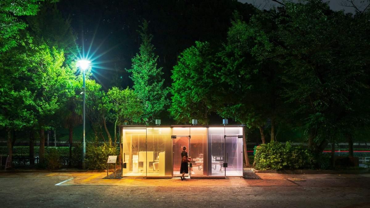 В Японии в парке появился прозрачный общественный туалет – фото
