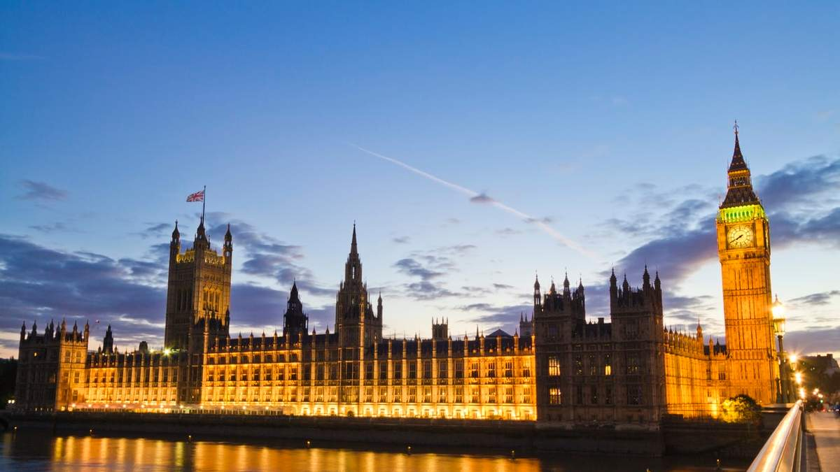 Кришталевий палац: у Великій Британії представили проєкт тимчасової будівлі парламенту – фото