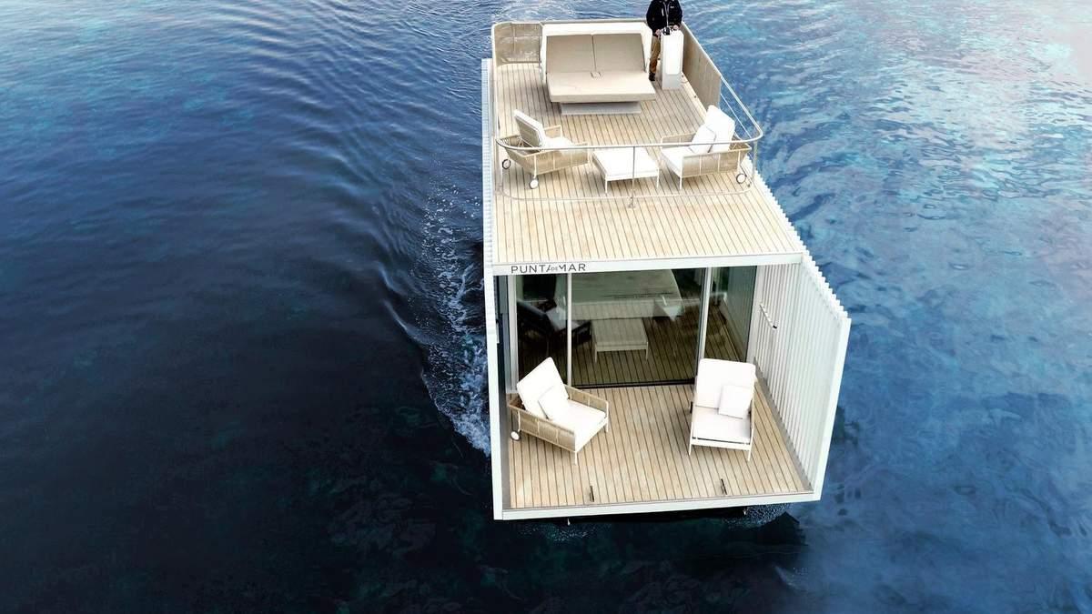 Номер посреди моря: в Испании открыли отель на воде только для двух человек – фото