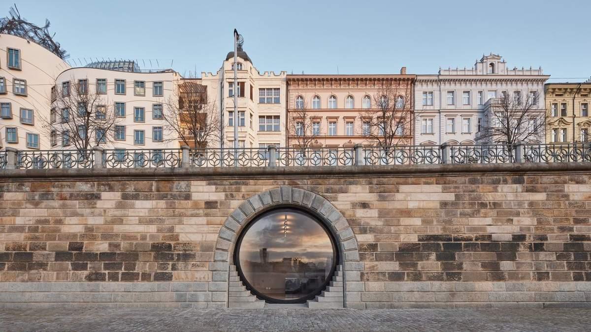 """""""Глаза"""" набережной: в Праге обустроили общественные пространства в каменном валу у реки – фото"""