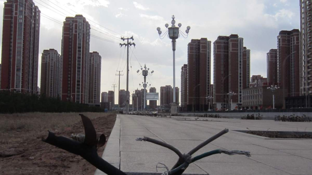 Пустые многоэтажки: 4 города, в которых никогда не было жителей – невероятные фото