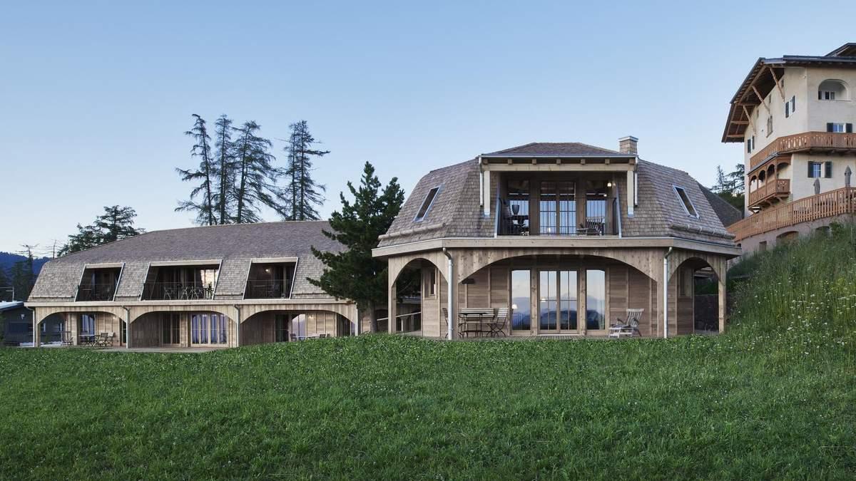 Готель на пасовищі: в італійських Альпах після негоди збудували дерев'яні готелі – фото