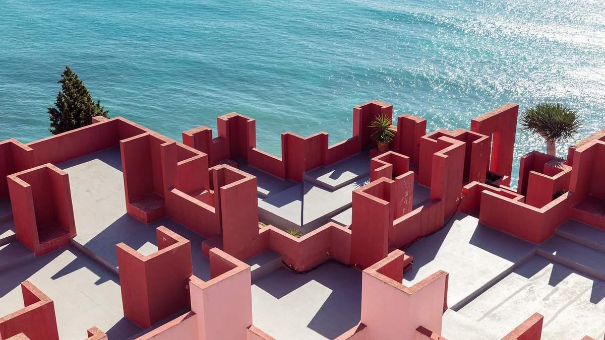 Крепость-лабиринт: знаковый проект Рикардо Бофилла в Испании – фантастические фото