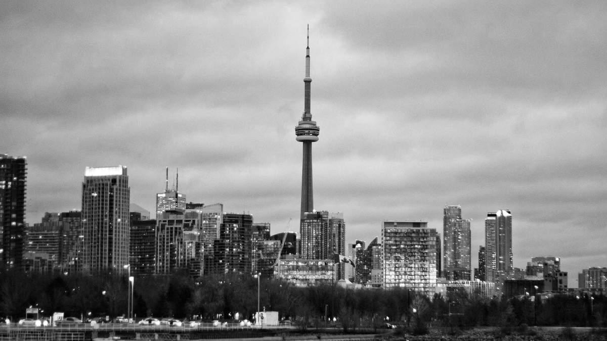 """Житло на шпилі: на телевежу в Торонто можуть """"навішати"""" дерев'яні квартири – неймовірні фото"""