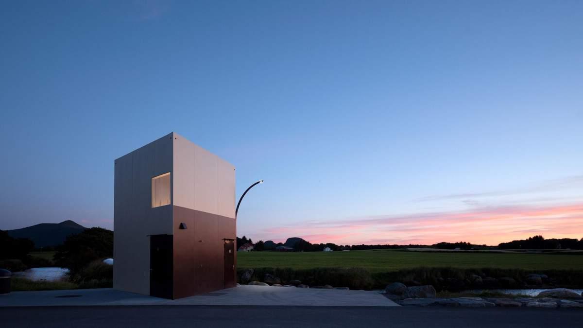 Посеред мальовничих ландшафтів: в Норвегії побудували трикутний громадський туалет – фото