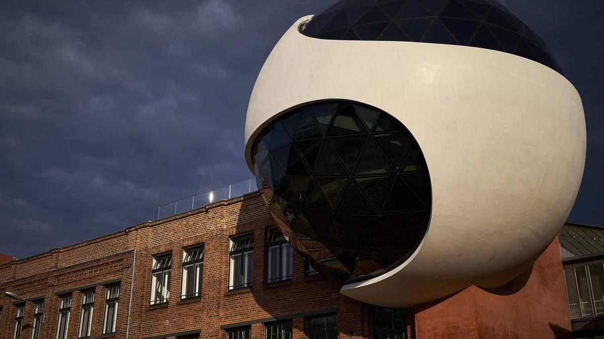 Ресторан в умовах промислової зони: як у Німеччині переобладнали трамвайний завод – фото