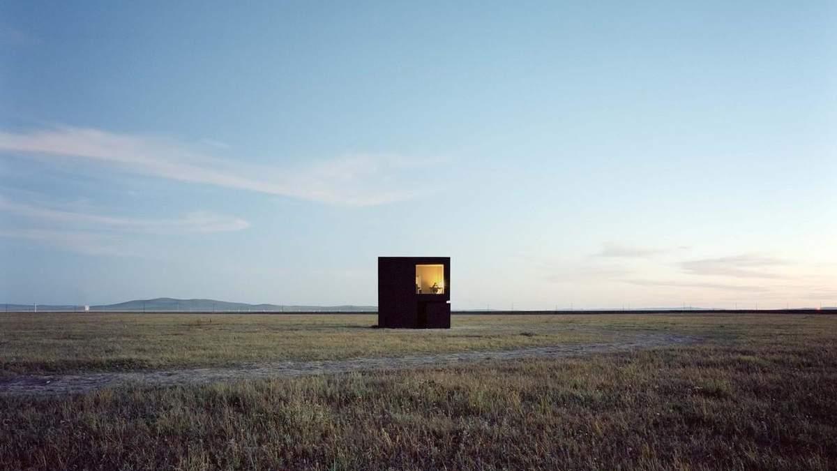 Жизнь без соседей: китаец осуществил свою мечту и построил мини дом на пастбище – фото