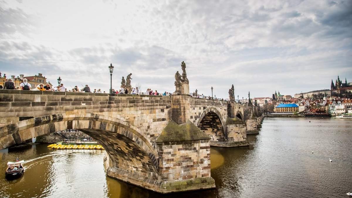 Карлов мост в Праге – фото и как строили старинный мост в Европе