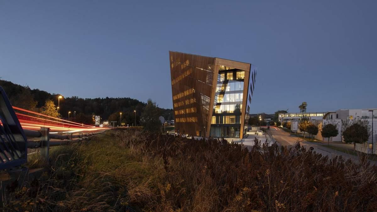 """""""Перекошенное"""" здание и социальная дистанция: фото проекта современного офиса в Норвегии"""