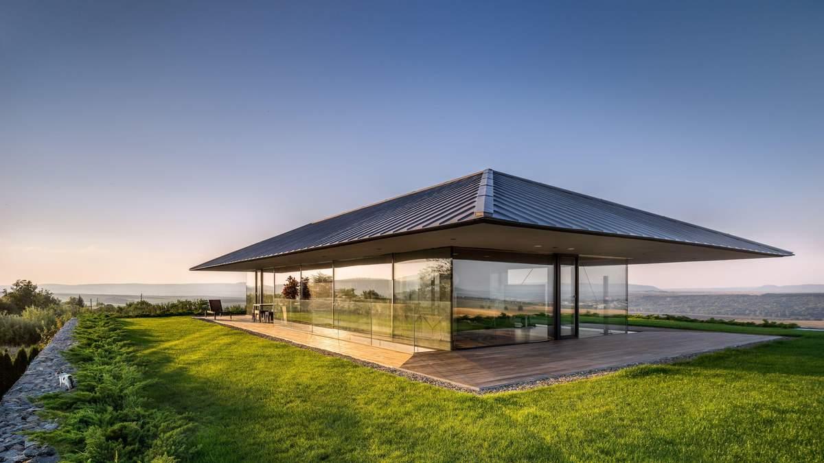 Как в аквариуме: в Болгарии построили частный дом со стеклянными стенами – фото