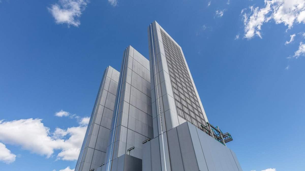 В центрі Мангеттена завершують будівництво нового вузького хмарочоса – фото