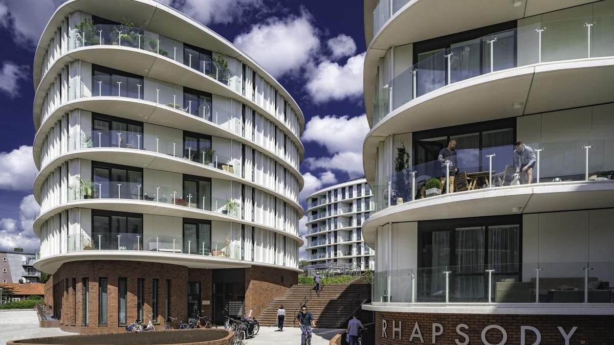 Від депресивного району Амстердаму до найпрестижнішого : фото сучасного комплексу з теплицями