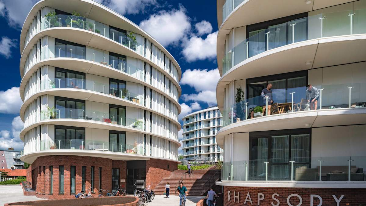 От депрессивного района Амстердама к самому престижному: фото современного комплекса с теплицами