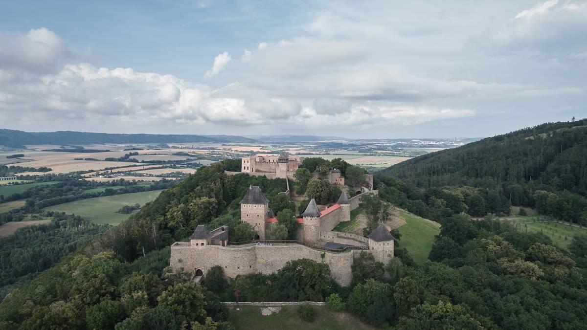 Аварійний замок Хельфштин у Чехії врешті відновили: як він виглядає сьогодні – фото